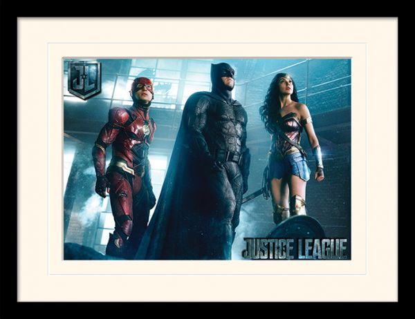 Justice League: Ready for Action, Gerahmt